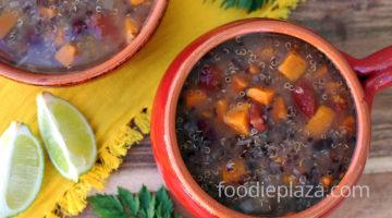 Вегетарианский суп чили с киноа и сладким картофелем
