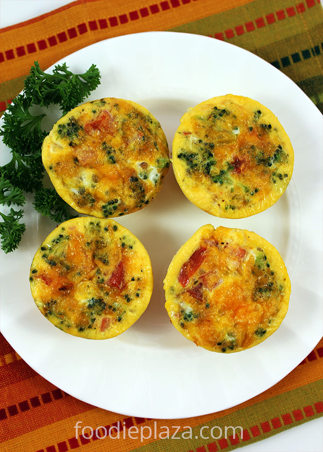 Яичные маффины с брокколи, помидорами и сыром чеддер