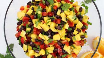 Салат с манго, фасолью и сладким красным перцем