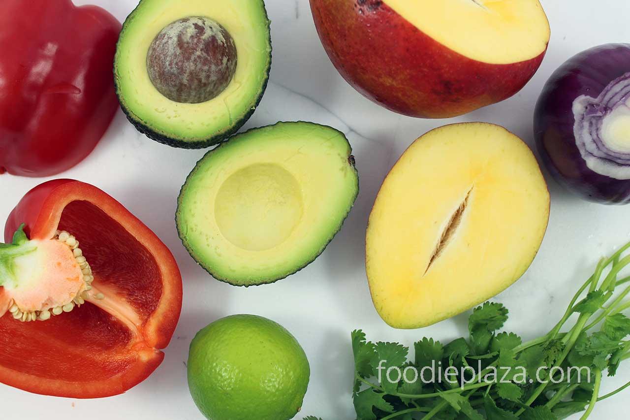 Ингредиенты для сальсы из манго и авокадо