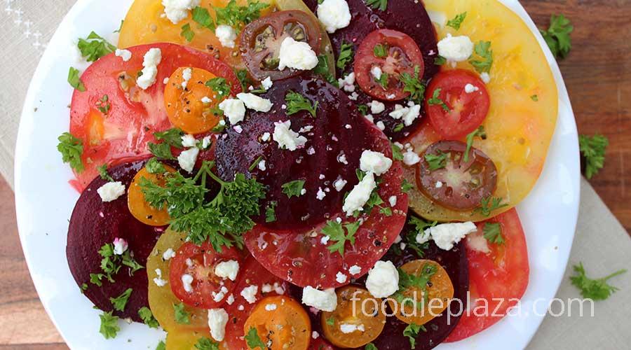 Салат из свежих помидоров, свеклы и сыра фета