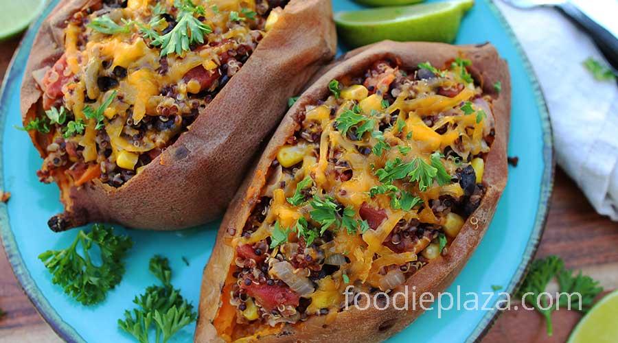 Фаршированный сладкий картофель с киноа, помидорами, фасолью и кукурузой