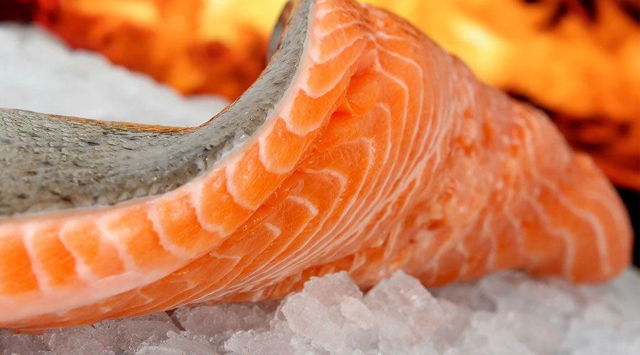 Что полезней: консервированный лосось или свежий?