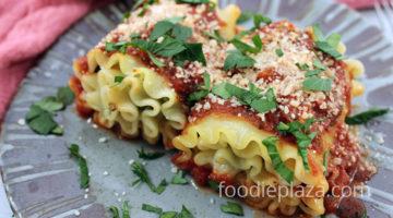 Роллы из лазаньи с сыром и шпинатом